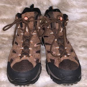 MERRELL HIKING/OUTDOOR SHOES w/ Vibram Soles
